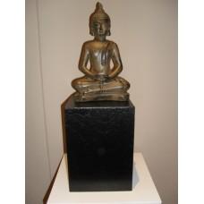 Boeddha beeld op sokkel met asbestemming  (PMBC179384CB)